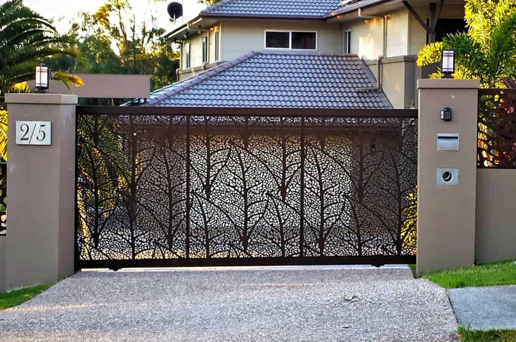 DECORATIVE ENTRY & DRIVEWAY GATES