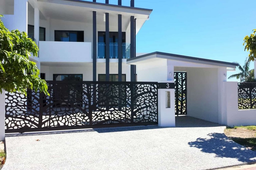 DECORATIVE ENTRY & DRIVEWAY GATES 3