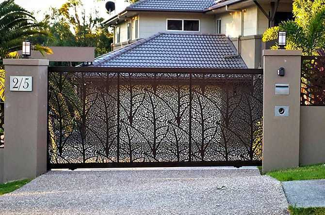DECORATIVE ENTRY GATES & DECORATIVE DRIVEWAY GATES