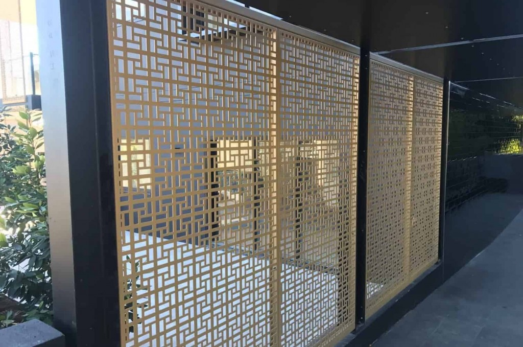 The Vlahos Privacy Screens